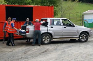 Geoof and Richard unloading